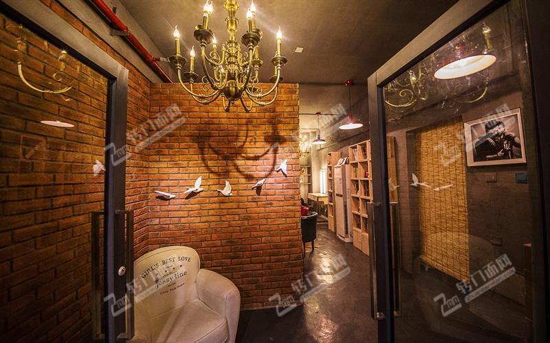 地铁口商业中心60㎡婚纱摄影工作室转让(低租金)